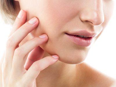 peau-grasse-a-imperfections-quels-soins-pour-son-visage